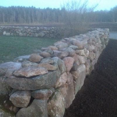 Ytterligare en mur klar